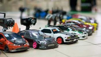 Что собой представляет радиоуправляемый автомобиль и как правильно выбрать такую игрушку?